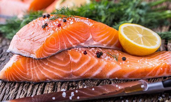 Ăn các loại cá giàu hàm lượng omega-3 để tăng chất nhầy âm đạo